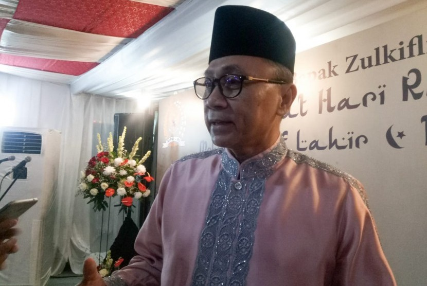 Ketua MPR RI, Zulkifli Hasan saat menggelar open house di rumah dinasnya di Jalan Widya Chandra IV, Jakarta Selatan, Rabu (5/6).