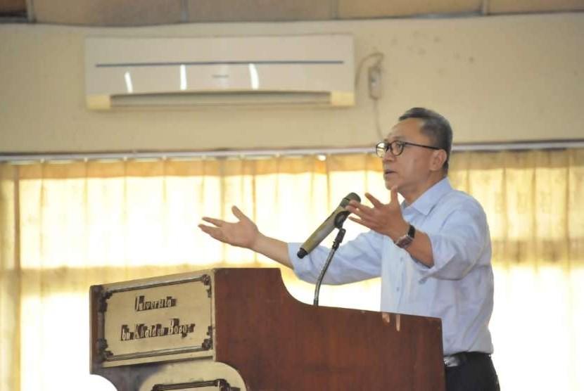Ketua MPR RI Zulkifli Hasan (Zulhasan)  memberikan kuliah umum kepada ratusan mahasiswa Universitas Ibnu Khaldun (UIKA), Jumat (5/10).