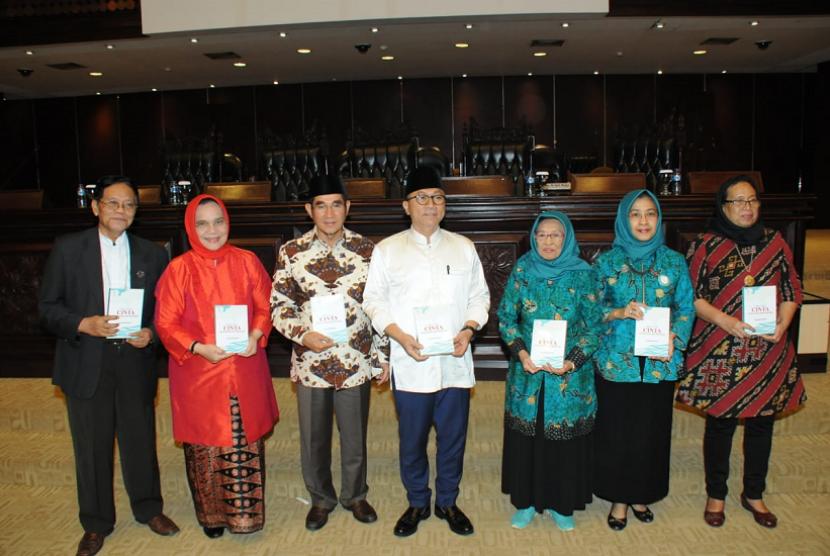 Ketua MPR Zulkifli Hasan dalam acara Milad Satu Abad Wanita Syarikat Islam (WSI).