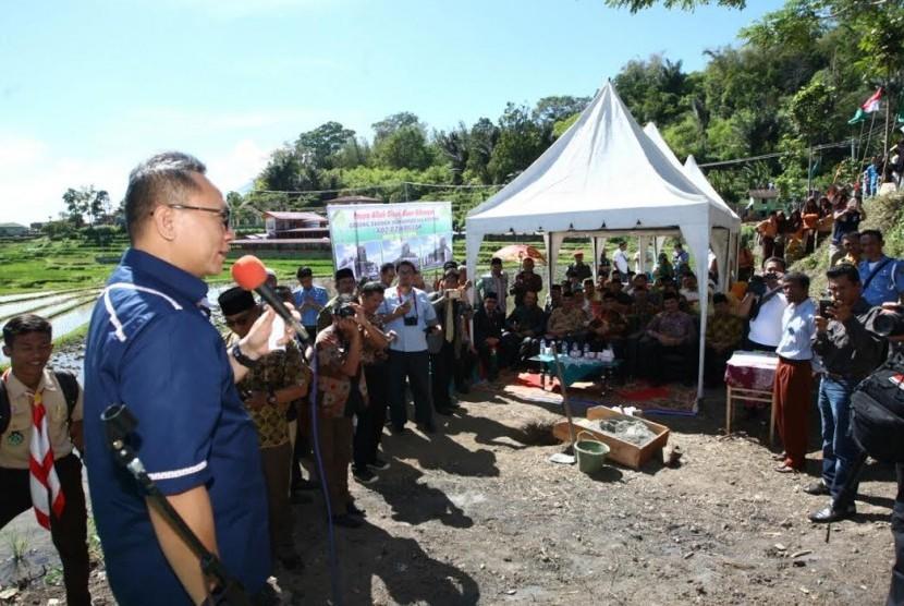 Ketua MPR Zulkifli Hasan mengunjungi sentra pertanian dan peternakan di Padang Pariaman.