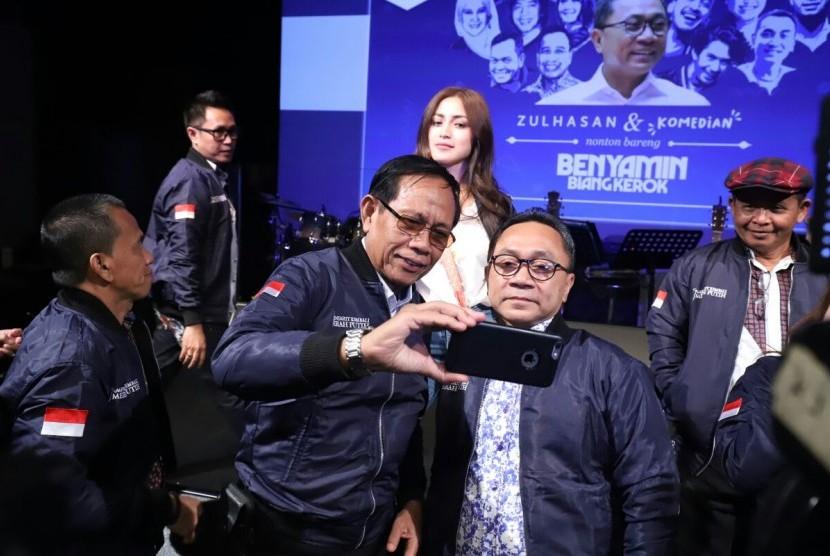 Ketua MPR Zulkifli Hasan nonton bareng film Benyamin Biang Kerok bersama para komedian.