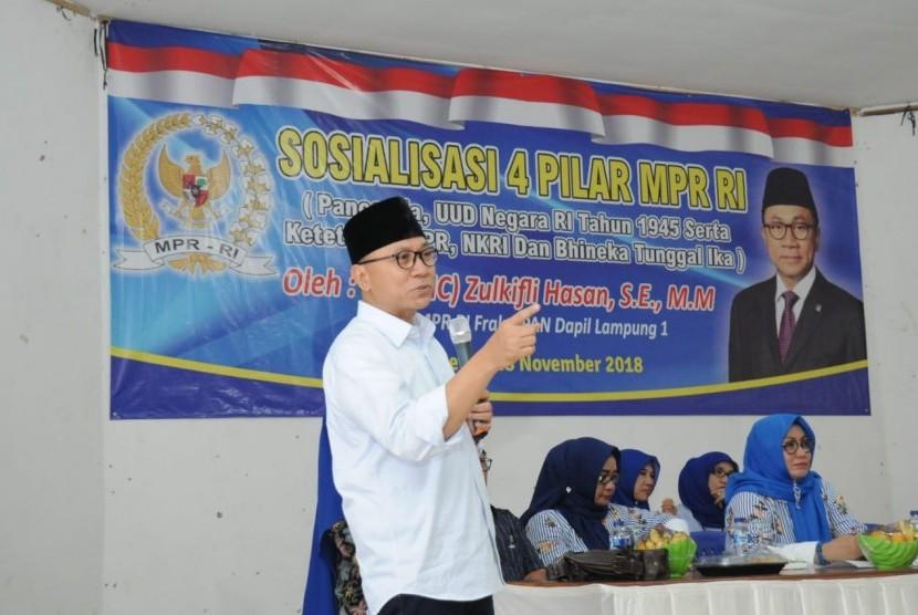 Ketua MPR Zulkifli Hasan  saat melakukan sosialisasi Empat Pilar, Rabu (28/11).