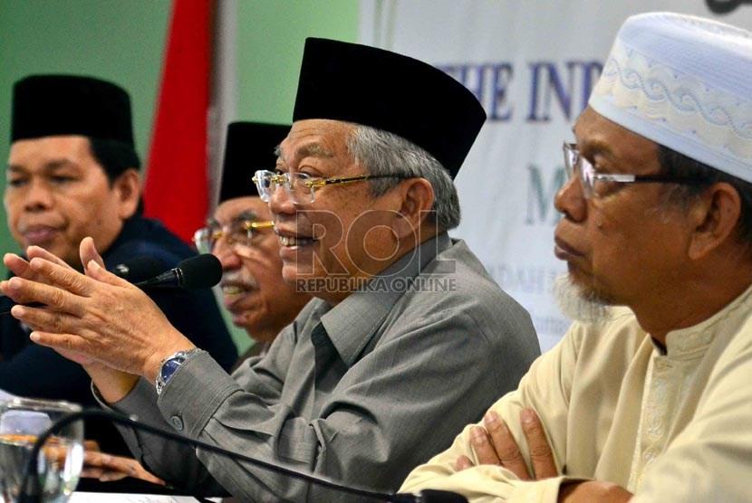 Ketua MUI Bidang Fatwa, KH. Ma'ruf Amin (kedua kanan)