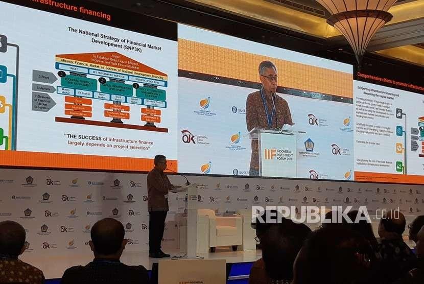 Ketua Otoritas Jasa Keuangan (OJK) Wimboh Santoso dalam acara Indonesia Investment Forum 2018 di Denpasar, Bali, Selasa (9/10).