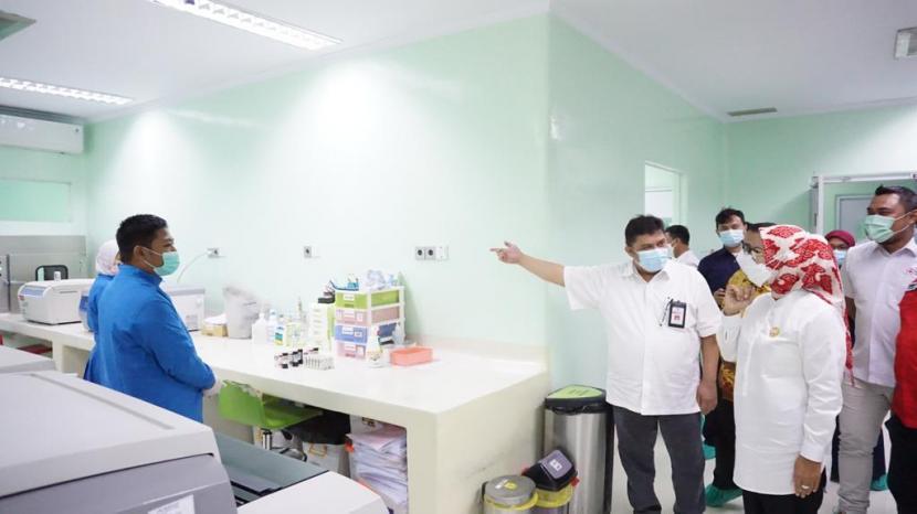 Ketua Palang Merah Indonesia (PMI) Provinsi Banten Ratu Tatu Chasanah mengajak pemerintah daerah (Pemda) turun tangan mengatasi minimnya stok darah. Saat ini di tengah pandemi Covid-19, semua unit donor darah (UDD) PMI krisis stok darah, sementara permintaan terus meningkat.