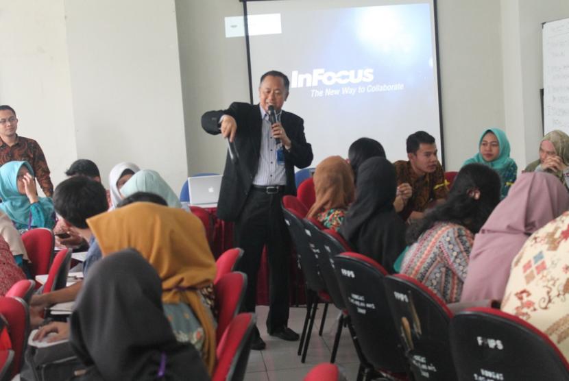 Ketua Pelaksana kegiatan pengembangan model pendidikan karakter project citizen untuk guru-guru peserta pendidikan profesi guru (PPG), Maulia D Kembara