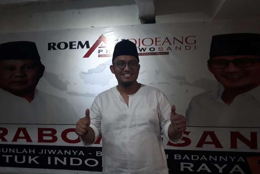 Ketua Pemuda PP Muhammadiyah Dahnil Anzar Simanjuntak tiba di Roemah Djoeang untuk mengikuti deklarasi dukungan kepada pasangan calon Prabowo-Sandiaga, Jumat (21/9).