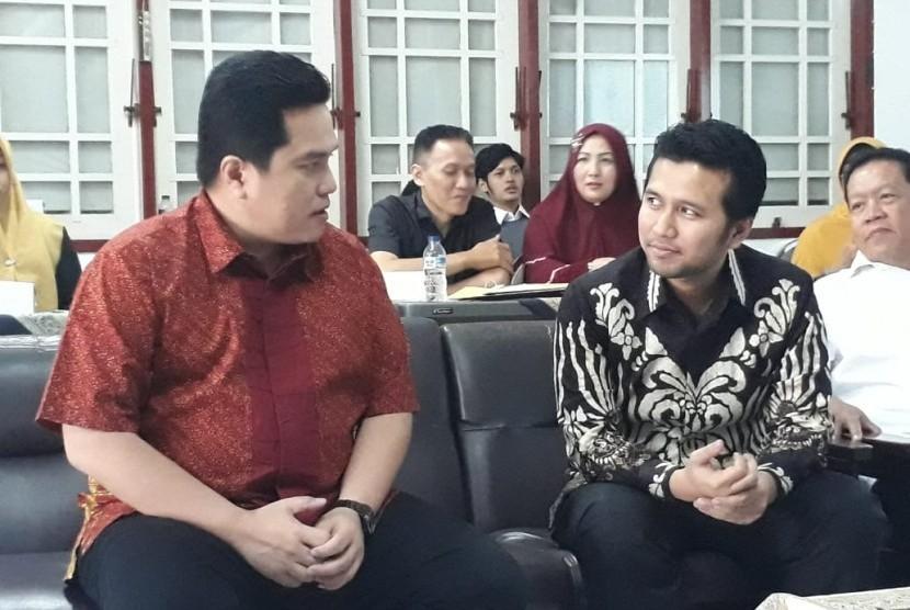 Ketua Persatuan Radio Siaran Swasta Nasional Indonesia (PRSSNI) Erick Thohir (berbatik merah) menghadiri Musyawarah Daerah ke-18 PRSSNI Jatim di Surabaya, Rabu (7/8).