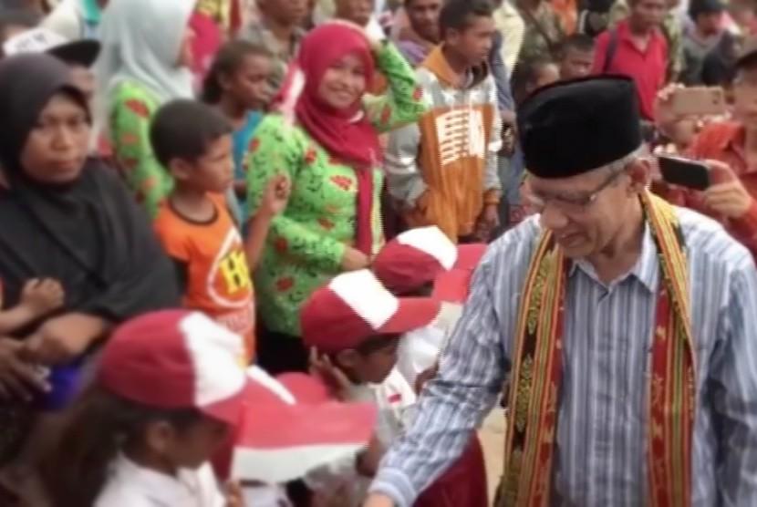 Ketua PP Muhammadiyah, Haedar Nashir saat berkunjung ke Desa Tliu, NTT