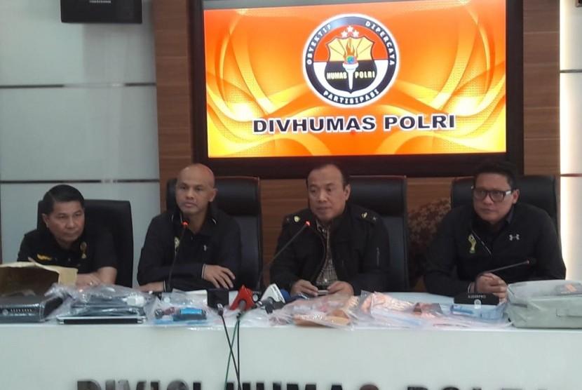 Ketua Satgas Antimafia Bola, Brigjen Hendro Pandowo (kedua dari kiri).