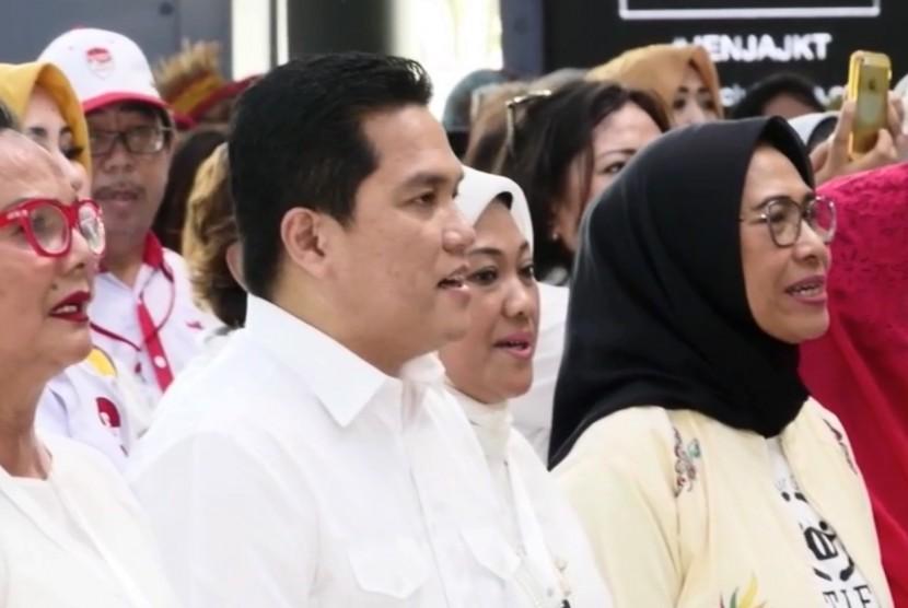 Ketua Tim Kampanye Nasional Joko Widodo-Ma'ruf Amin, Erick Thohir (kedua kiri)