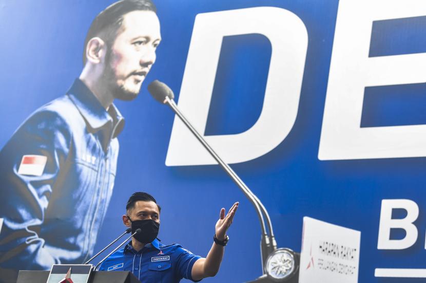 Ketua Umum DPP Partai Demokrat Agus Harimurti memberikan keterangan pers di kantor DPP Partai Demokrat , Jakarta, Senin (1/2/2021). AHY menyampaikan adanya upaya pengambilalihan kepemimpinan Partai Demokrat secara paksa, di mana gerakan itu melibatkan pejabat penting pemerintahan, yang secara fungsional berada di dalam lingkaran kekuasaan terdekat dengan Presiden Joko Widodo.
