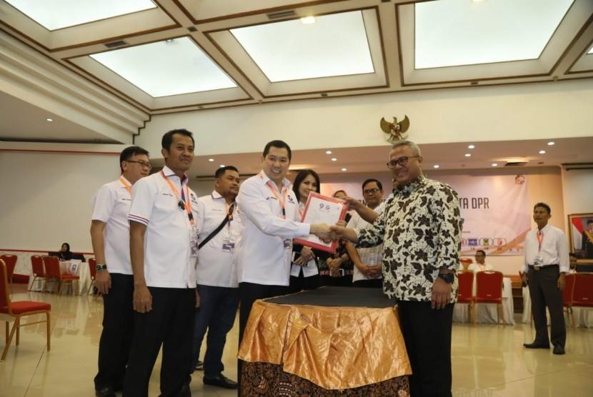 Ketua Umum DPP Partai Perindo Hary Tanoesoedibjo (HT) memimpin langsung pendaftaran bakal caleg di Kantor KPU RI, Selasa (17/7).