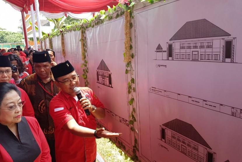 Ketua Umum DPP PDI Perjuangan Megawati Soekarnoputri hadir di Banten untuk meresmikan pembangunan gedung serbaguna di area kantor DPD PDIP Banten di Kota Serang, Rabu (1/11).