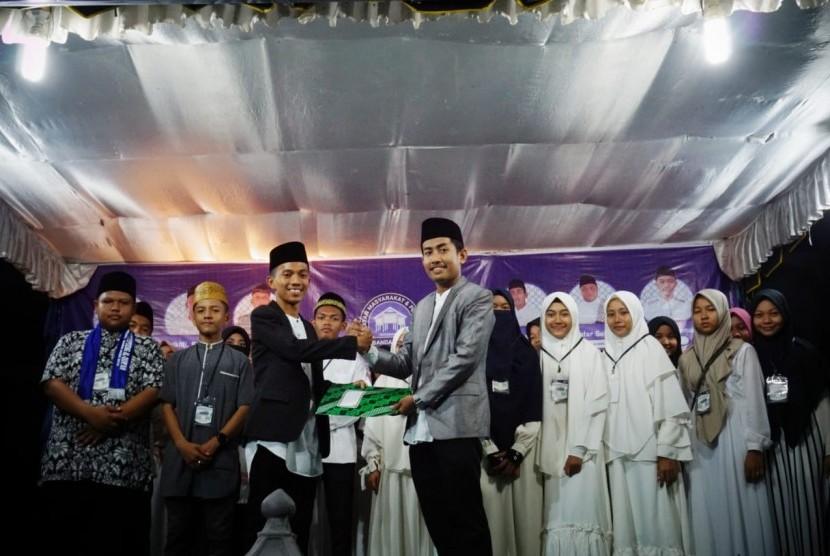 Ketua Umum Ikatan Masyarakat Pelajar Matangkuli (Impelma), Rifki Ismail SAg melantik pengurus Forum Pelajar Matangkuli (FPM).