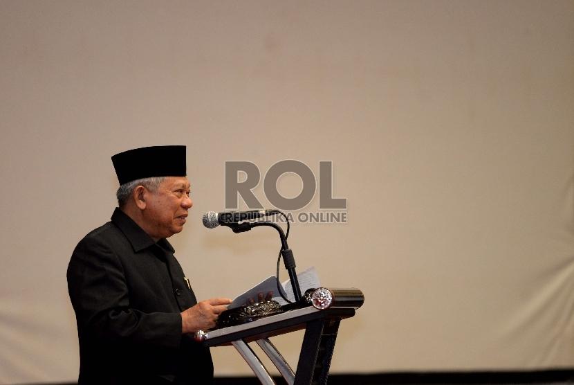 Ketua Umum MUI KH Ma'ruf Amin memberikan sambutan saat pembukaan Rakernas MUI 2015 di Jakarta, Selasa (10/11) malam.