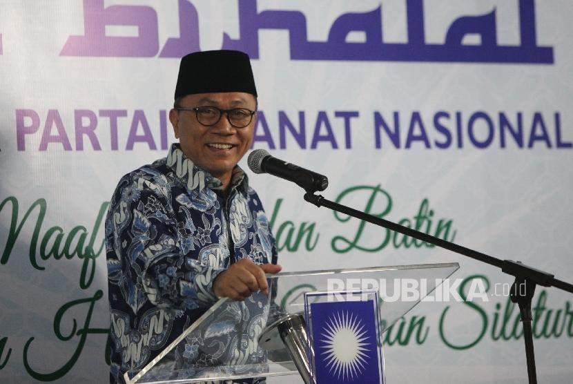 Ketua Umum PAN Zulkifli Hasan (menyampaikan pidato sambutannya pada acara Halal Bihalal PAN di kantor Pusat DPP PAN, Jakarta, Rabu ( 12/7)