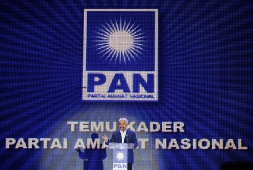 Ketua Umum Partai Amanat Nasional, Hatta Rajasa menyampaikan pandangan pada Temu Kader PAN se-Jabotabek, di Jakarta International Expo, Kemayoran, Jakarta, Ahad 17/2).