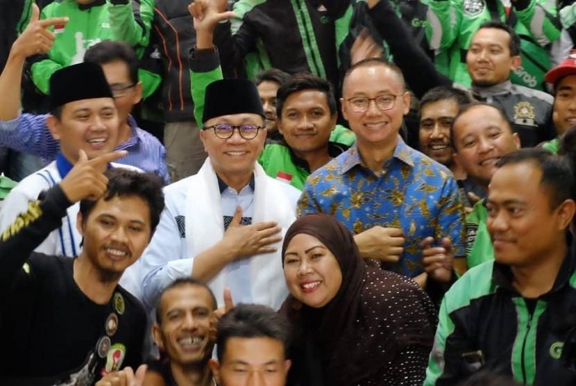 Ketua Umum Partai Amanat Nasional (PAN) Zulkifli Hasan dan Sekjen Eddy Soeparno sedang menemui warga Cianjur, Jawa Barat, Kamis (7/2).