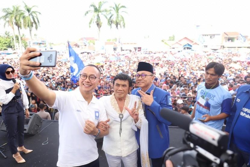 Ketua Umum Partai Amanat Nasional (PAN) Zulkifli Hasan, Sekjen PAN Eddy Soeparno dan Rhoma Irama melakukan kampanye akbar di Cianjur, Rabu (3/4).