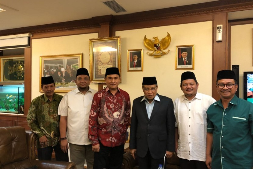 Ketua Umum Partai Bulan Bintang (PBB), Yusril Ihza Mahendra menemui Ketua Umum Pengurus Besar Nahdlatul Ulama (PBNU), Said Aqil Siradj, Sabtu (3/3).