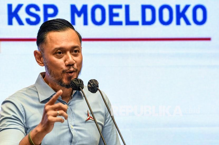 Ketua Umum Partai Demokrat Agus Harimurti Yudhoyono alias AHY menyampaikan keterangan kepada wartawan terkait pernyataan Kepala Staf Kepresidenan Moeldoko di Jakarta, beberapa waktu lalu.