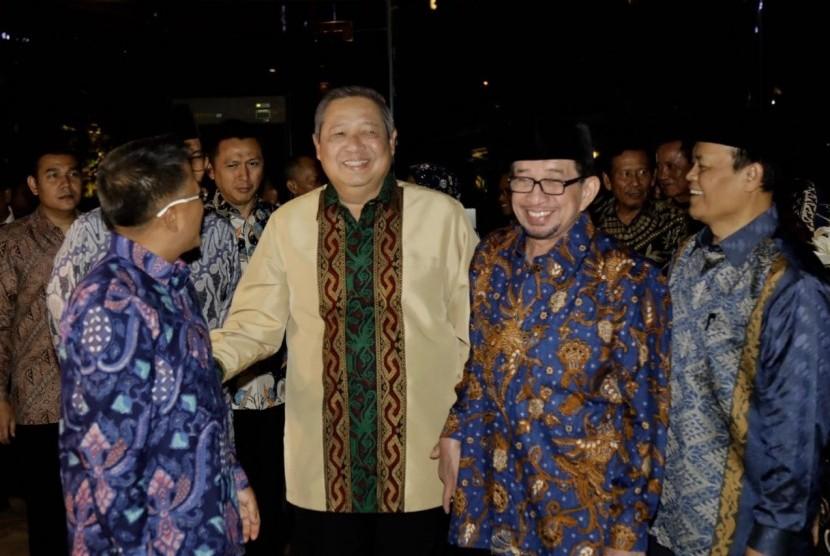 Ketua Umum Partai Demokrat Susilo Bambang Yudhoyono bertemu jajaran Partai Keadilan Sejahtera (PKS), di Grand Melia Hotel, Senin (30/7) malam. Pertemuan Demokrat dengan PKS ini membahas penguatan koalisi di Pilpres 2019.