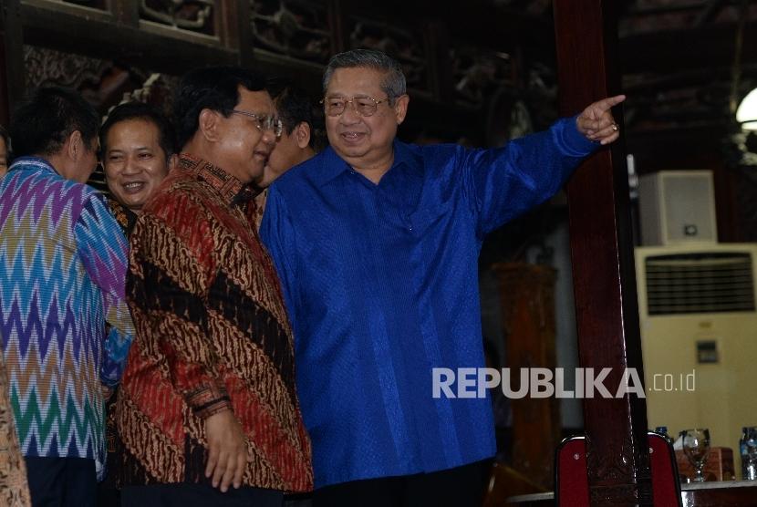 [Ilustrasi] Ketua Umum Partai Demokrat Susilo Bambang Yudhoyono (kanan) dan Ketua Umum Partai Gerindra Prabowo Subianto.