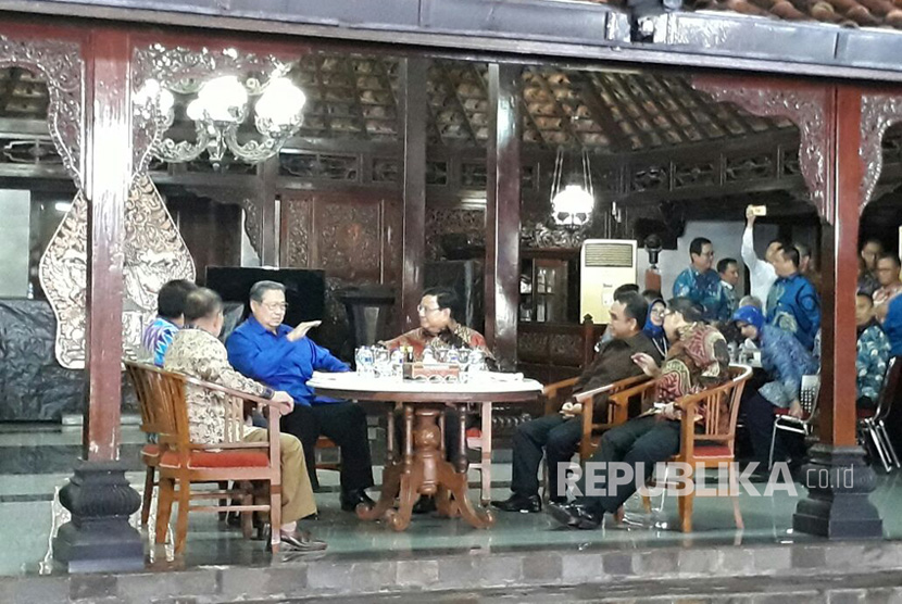 Pertemuan SBY dan Prabowo di Cikeas beberapa waktu lalu.