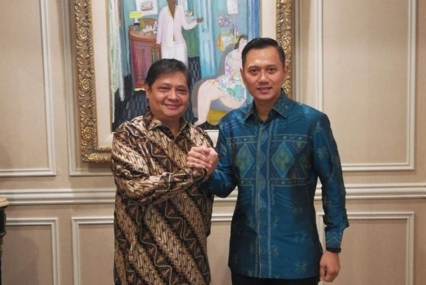 Ketua Umum Partai Golkar Airlangga Hartarto melakukan pertemuan dengan Ketua Komando Tugas Bersama (Kosgama) pemenangan Partai Demokrat untuk Pemilu 2019 Agus Harimurti Yudhoyono pada Kamis (1/3) pagi ini.
