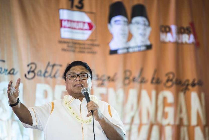 Ketua Umum Partai Hanura Oesman Sapta Odang menyampaikan arahan saat membuka Konsolidasi Pemenangan dan Pembekalan Caleg Prov/Kab dan Kota Partai Hanura di Bandung, Jawa Barat, Jumat (14/9).