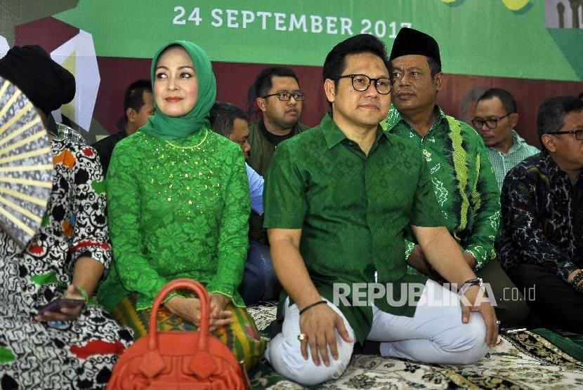 Ketua Umum Partai Kebangkitan Bangsa (PKB) Muhaimin Iskandar (tengah)