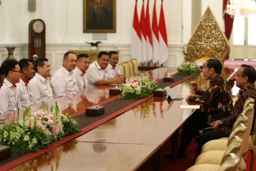 Ketua Umum Partai Perindo, Hary Tanoe berserta jajaran pengurus datang ke Istana Negara untuk mengundang Presiden Joko Widodo ke acara Rapimnas Partai Perindo, 21-22 Maret 2018 mendatang.