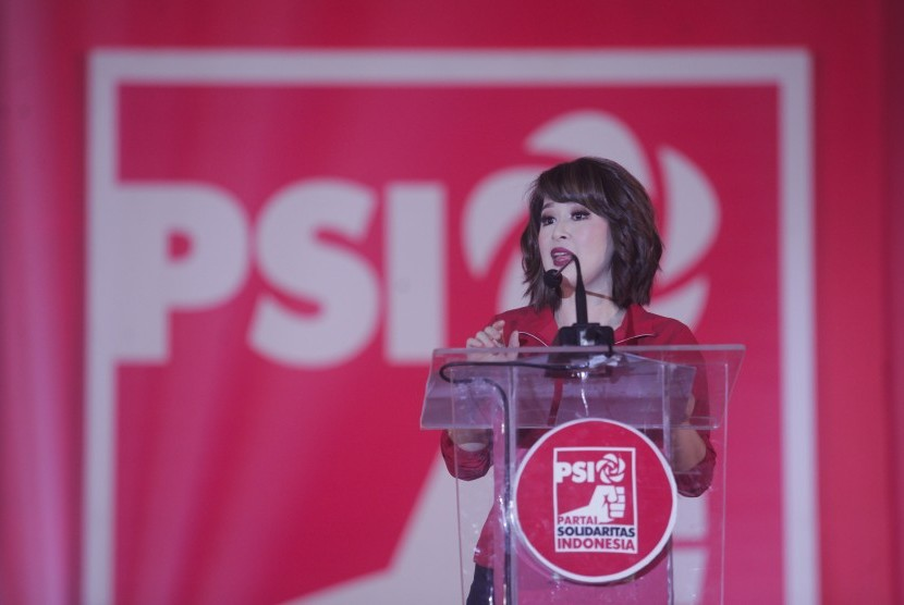 Ketua umum Partai Solidaritas Indonesia (PSI) Grace Natalie berpidato saat kampanye dalam #Festival11 Yogyakarta di Jogja Expo Centre (JEC), Bantul, DI Yogyakarta, Senin (11/2/2019).