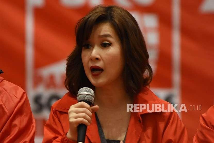 Ketua Umum Partai Solidaritas Indonesia (PSI) Grace Natalie memberikan keterangan pers terkait sikap partai pada Pemilihan Presiden 2019 di Jakarta, Sabtu (11/8).