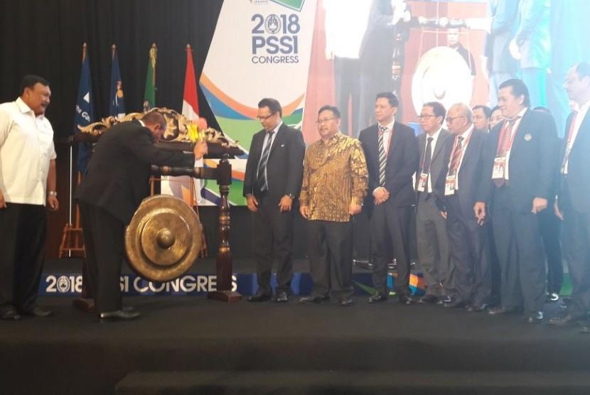 Ketua Umum PSSI Edy Rahmayadi Membuka Kongres Luar Biasa dan Kongres Biasa 2018 di Tangerang Selatan, Banten, Sabtu (13/1).