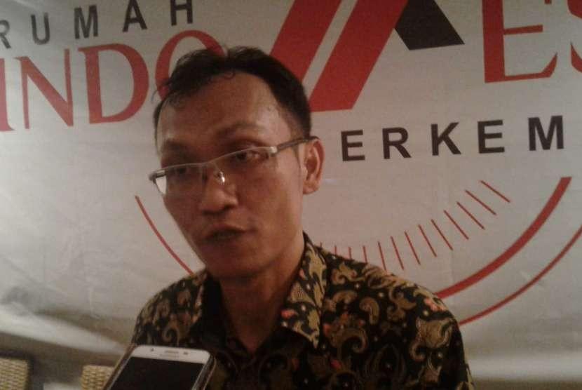 Chairman of Rumah Indonesia Berkemajuan Khoirul Muttaqin declares support to incumbent President Joko Widodo (Jokowi)-KH Ma'ruf Amin, in Cikini, Jakarta, Tuesday (Oct 9).