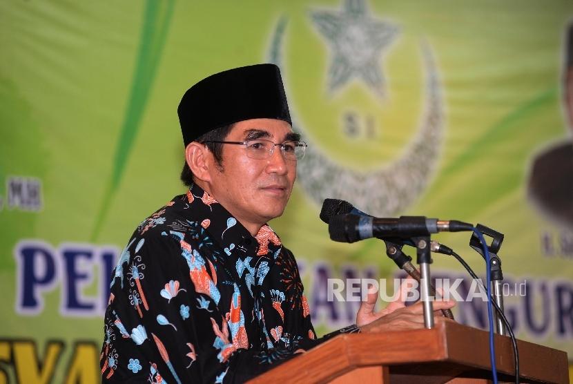 Ketua Umum Syarikat Islam (SI) Hamdan Zoelva memberi sambutan dalam pelantikan pengurus DPW Syarikat Islam DKI Jakarta, Jumat (12/5).