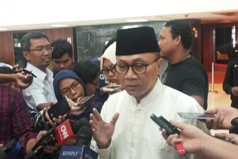 Ketum PAN Zulkifli Hasan memberikan keterangan terkait hasil rekapitulasi Pemilu 2019, Jakarta, Selasa (21/5).