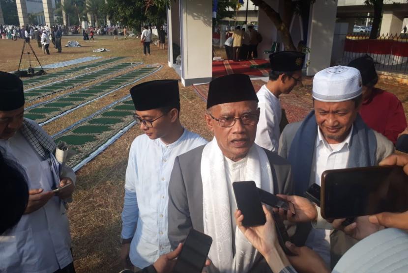 Ketum PP Muhammadiyah Haedar Nashir seusai berceramah pada shalat Idul Adha di Masjid Agung Al-Azhar, Ahad (11/8) di Jakarta