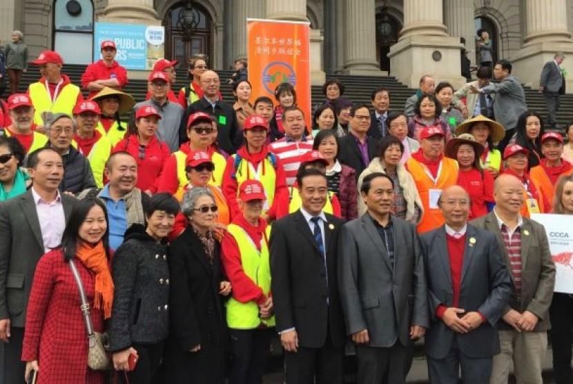 Keturunan penambang emas Cina mendapat perlakuan rasialis saat tiba di tambang emas Victoria, Australia.