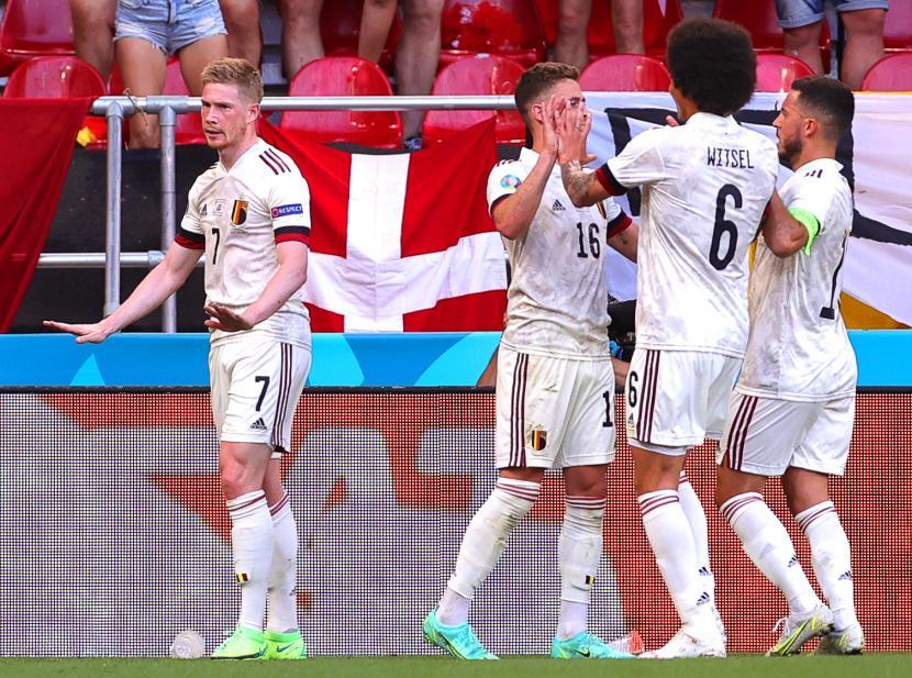 Kevin De Bruyne (kiri) dari Belgia bereaksi setelah mencetak keunggulan 2-1 selama pertandingan sepak bola babak penyisihan grup B UEFA EURO 2020 antara Denmark dan Belgia di Kopenhagen, Denmark, 17 Juni 2021.