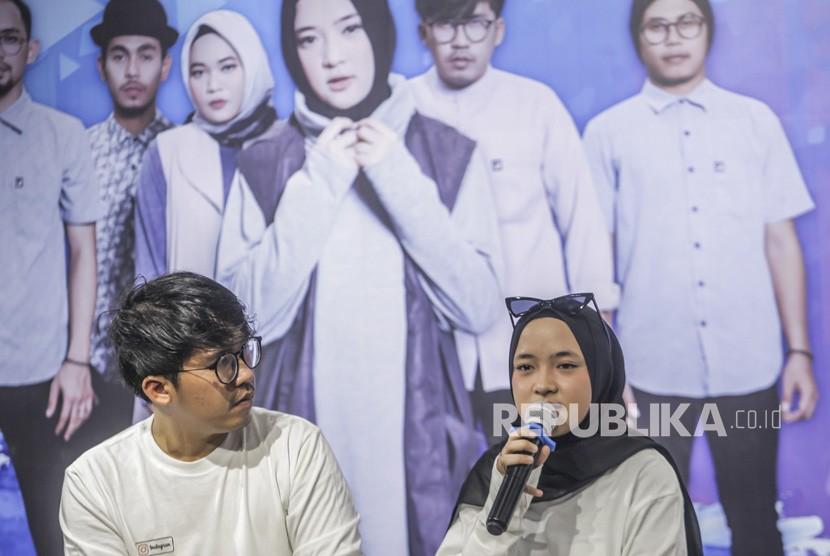 Keyboardis grup musik religi Sabyan Ahmad Fairuz alias Ayus (kiri) dan Penyanyi Nissa (kanan) menghadiri konfrensi pers jelang Konser Sabyan di Jakarta, Rabu (24/10/2018).