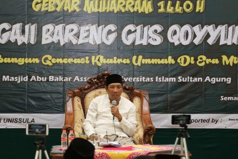 KH Abdul Khoyum Mansyur menyampaikan tausiyah di hadapan mahasiswa Unissula.
