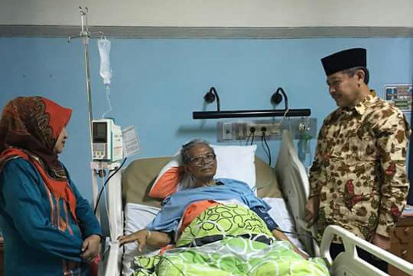 KH Hasyim Muzadi dirawat di rumah sakit.