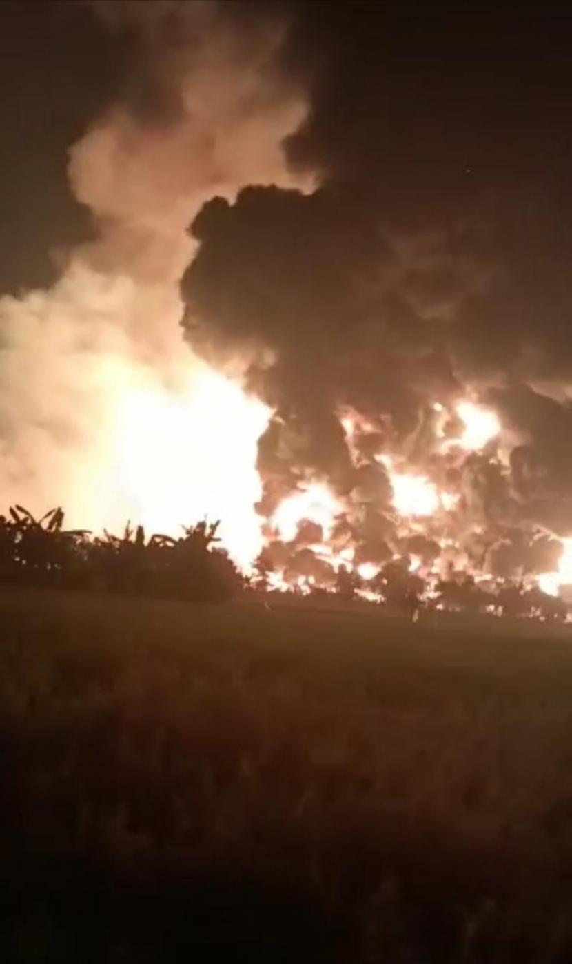 Kilang Pertamina RU VI Balongan, Kabupaten Indramayu, Provinsi Jabar meledak dan terbakar.