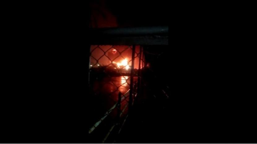 Pertamina Cilacap Upayakan Pengendalian Kebakaran Tangki (ilustrasi).