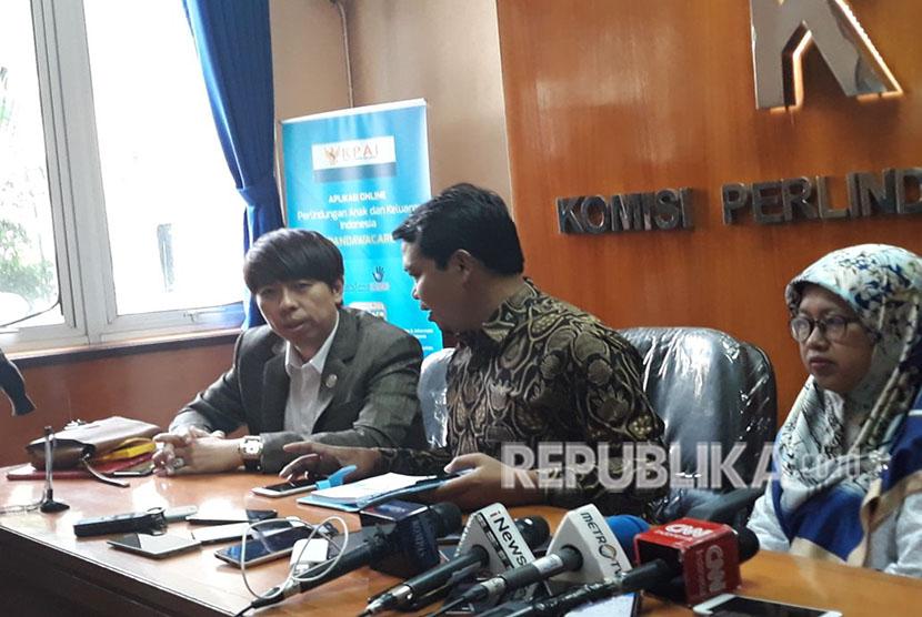 Kiri-Kanan: Kuasa Hukum Panitia FUI Henry Indraguna; Ketua KPAI Susanto; dan Wakil Ketua KPAI Rita Pranawati, memberikan penjelasan dalam konpers di KPAI Jakpus, Jumat (4/5).