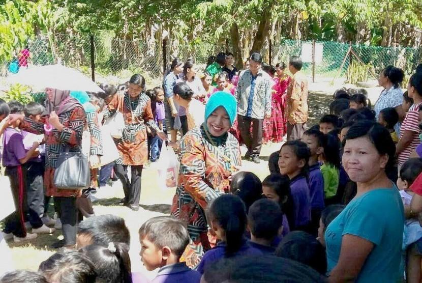 KJRI Kinabalu melakukan banti sosial di panti jompo.