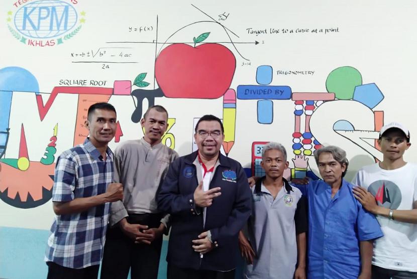 Klinik Pendidikan MIPA bersama pangkalan becak dan ojek binaan Bang Read1.